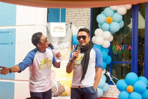 Arie Untung di Outlet KDA - Taken by awitalife.com